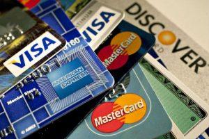 Nên chọn thẻ tín dụng VpBank hay thẻ tín dụng Sacombank