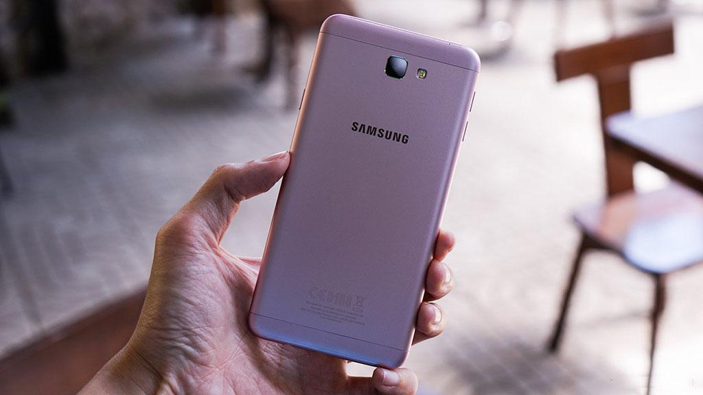 5 smartphone bán chạy nhất thị trường Việt trong tháng 11 4