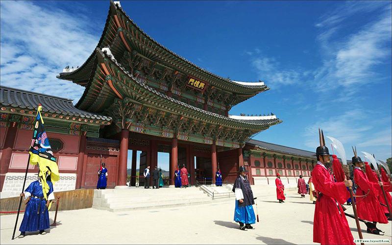 Du lịch Hàn Quốc tự túc Tham quan cung điện Gyeongbokgung